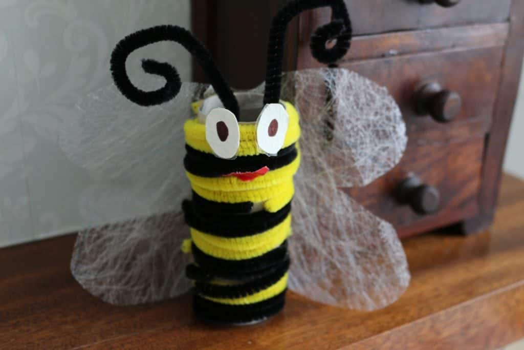 Bee Toilet Roll Craft. Bee themed Crafts and activities for chidren. EASY PIPE CLEANER BEE