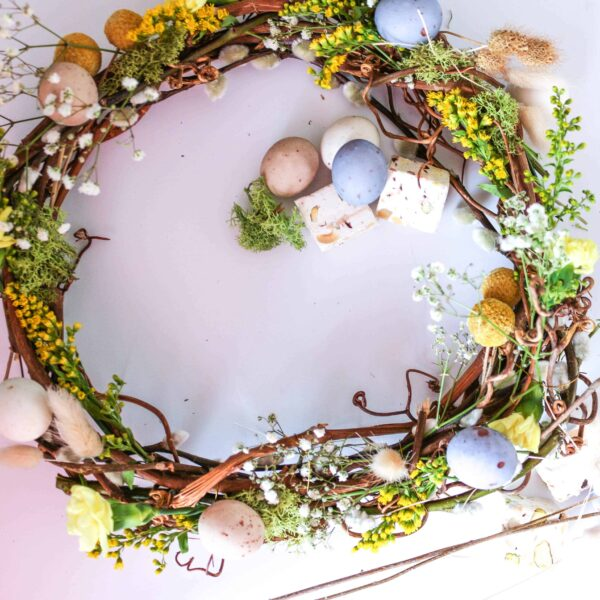 Easy Easter Spring Wreath to Make. Easter wreath garland to make. Would you like to make something to add a little Spring decor to your home? This Easter Egg Spring Flower wreath is pretty and easy to make.