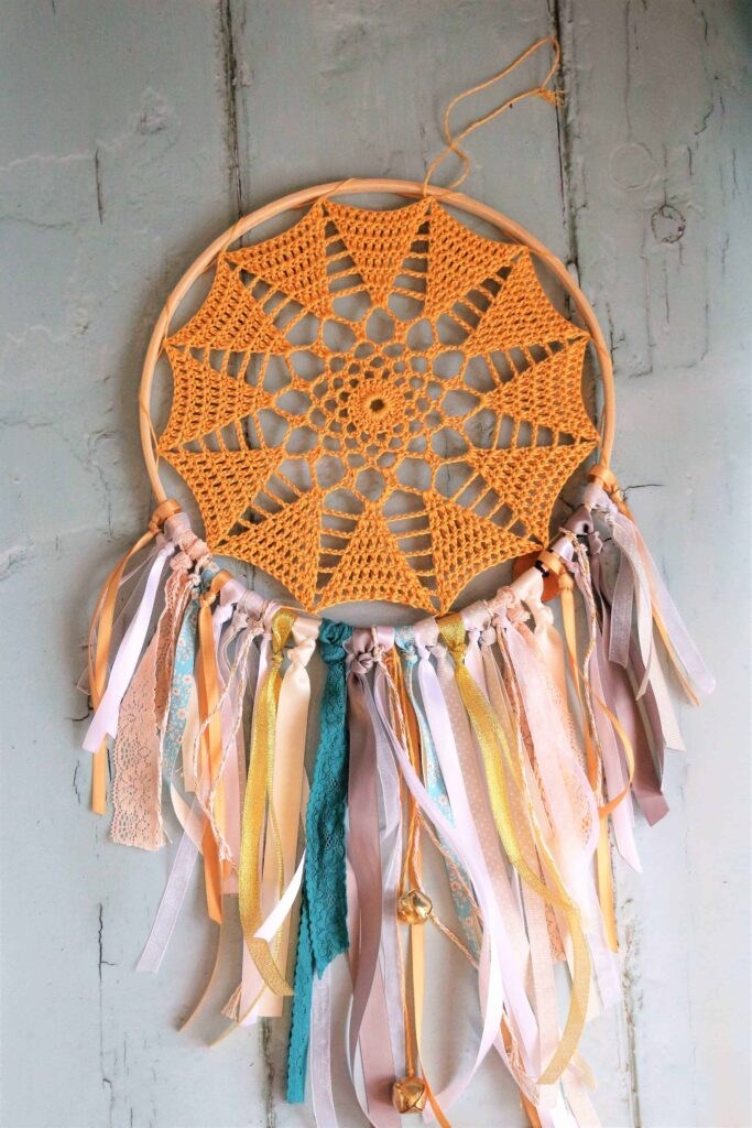 How to make DIY Crochet Hoop Art, using up ribbons and craft busting