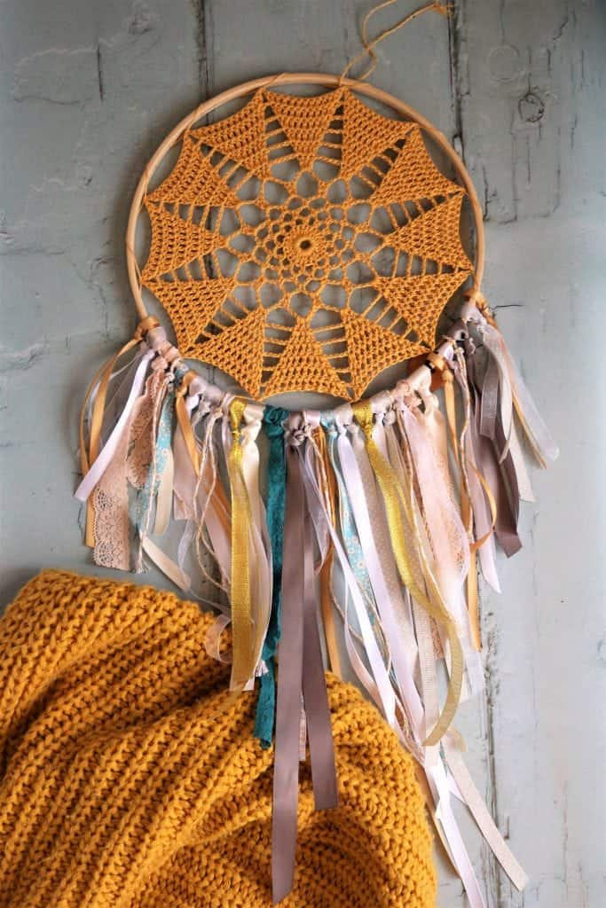 How to make DIY Crochet Hoop Art