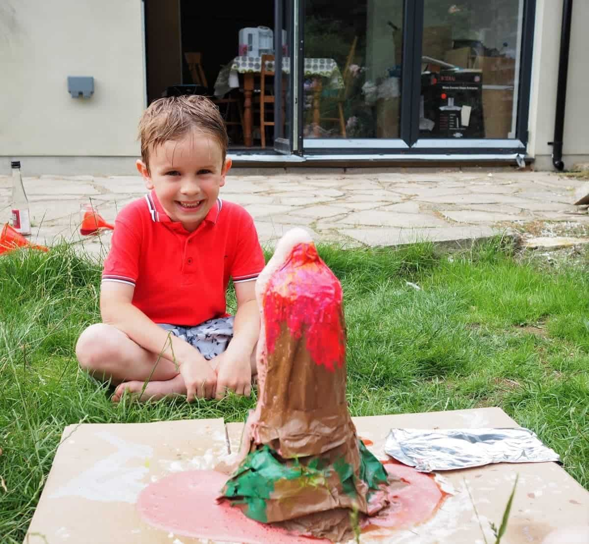 How to make an Erupting Volcano. School Science Project. Bicarbonate of Soda Science Project